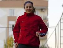 HÜSEYIN TÜRK - Bayan futbolcudan centilmenlik örneği