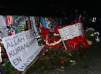 TOLGA ZENGIN - Tolga Zengin Ve Olcay Şahan, Şehitler Tepesi'ne Çelenk Bıraktı
