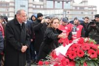 GAMZE AKKUŞ İLGEZDİ - Ataşehir Belediye Başkanı İlgezdi'den Şehitler Tepesi'ne Ziyaret