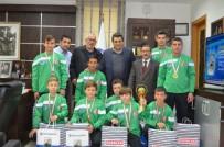 Başkan Yakar, Genç Şampiyonları Ağırladı