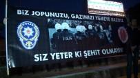 BERGAMA BELEDİYESPOR - İzmir'deki Teröre Lanet Mitinginde Herkesi Duygulandıran Pankart