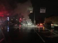 EDIRNEKAPı - Bariyerlere Çarpan Lüks Otomobil Alev Alev Yandı