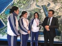 OSMAN GENÇ - Başkan Genç, Şampiyon Boksörleri Ağırladı