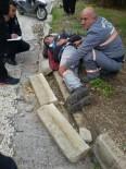 ÇEVRE TEMİZLİĞİ - Belediye Çalışanını Sokak Ortasında Sırtından Bıçakladılar