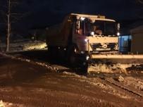 YAĞCıLAR - Kar Küreme Bıçaklarıyla Köy Yolları Temizleniyor