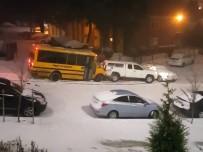 OREGON - Kayan Okul Otobüsü Araçlara Çarptı