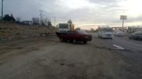 MUSTAFA DOĞAN - Otomobille Kamyonet Çarpıştı Açıklaması 2 Yaralı