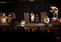 TUZLA BELEDİYESİ - Tiyatro Günlerinde 'Sevgili Doktor' Sahnelendi