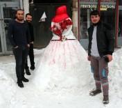 KIRMIZI GÜL - Başlık Parasından Şikayet Eden Gençler 'Kardan Gelin'le Mesaj Verdi