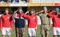 İSMAİL CEM - Futbolculara Sahaya Polis Ve Asker Beresi İle Çıktı