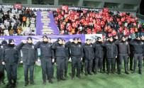 TEZAHÜRAT - Osmanlıspor - Galatasaray Maçında Çevik Kuvvet Polisleri Unutulmadı
