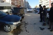 YENIKENT - Besni'de İki Otomobil Çarpıştı