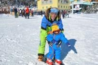 YUSUF İZZET KARAMAN - Sarıkamış Kayak Merkezi Hafta Sonu Doldu Taştı