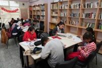 MELINDA GATES - Bayraklı Kütüphanelerinde Yok Yok