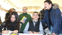 İMZA TÖRENİ - Bir Parmakla Hayata Tutunan Erdinç'ten 'Azmin Zaferi'