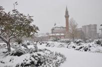 HAVA SICAKLIĞI - İç Anadolu'da Kar Yağışı Etkili Oluyor