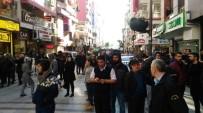 BOMBA İMHA UZMANLARI - İzmir'de bomba paniği: 20 bina boşaltıldı