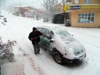 Kar Posof'ta Yolları Kapattı, Okullar Tatil Edildi