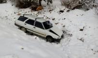 İSLAMOĞLU - Karda Kayan Otomobil Dereye Uçtu