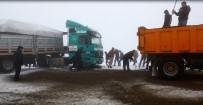DAĞPıNAR - Kars'ta Digor Yolunda Kayan Tır Trafiği Durdurdu