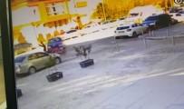 MOTOSİKLET SÜRÜCÜSÜ - Kazada Metrelerce Havaya Fırlayan Motosiklet Sürücüsü Yaralandı