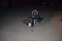 MOTOSİKLET SÜRÜCÜSÜ - Kua'da Motosiklet İle Otomobil Çarpıştı Açıklaması 1 Yaralı
