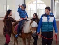 ATLI TERAPİ - Küçük Talha Engelleri 'Atlı' Terapiyle Aşıyor