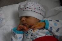 AKRABA EVLİLİĞİ - 15 Günlük Bebeği, İki Evladını Kaybettiği Hastalığın Pençesinde