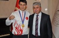 İMAM HATİP LİSESİ - Vali Doğan, Dünya Şampiyonu Boksörleri Makamında Kabul Etti