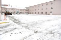 ALİ KORKUT - Yakutiye Belediyesi, Okul Bahçelerinin Karını Aldı