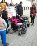MUSTAFA GÜLER - Selçuk Üniversitesi Öğrencilerinden Engelli Öğrencilere Yardım