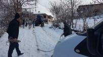 CANKURTARAN - Traktörler Buzlu Yolların Cankurtaranı