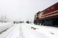 ORTAKENT - Tren Öğrenci Servisine Çarptı