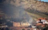 KÖMÜR SOBASI - Bergama'da İki Evde Çıkan Yangın Paniğe Yol Açtı