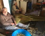 BELEVI - Dede Mesleği Süpürgeciliği Bırakmıyor