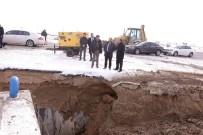 MEHMET YAŞAR - Dondurucu Soğukta İçme Suyu Şebekesinde Onarım Çalışması