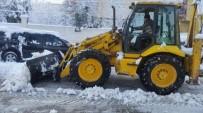 ERUH BELEDIYESI - Eruh Belediyesinden Kar Temizleme Çalışmaları
