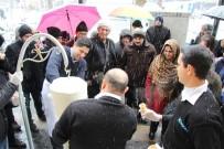 KERVAN - Lapa Lapa Kar Yağışının Altında Ekmek Arası Ücretsiz Dondurma Keyfi