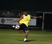 KULÜPLER BIRLIĞI VAKFı - Yıldızlar Karması Maçına Antalyaspor'dan Eto'o Ve Serdar Katılacak