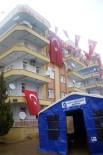 ÇANKAYA MAHALLESİ - Antalyalı Şehidin Evine Dev Türk Bayrağı Asıldı