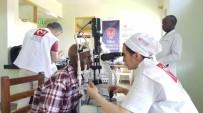 KATARAKT AMELİYATI - Azerbaycanlı Ve Türk Doktorlar Uganda'da Uygulamalı Katarakt Eğitimi Verdi