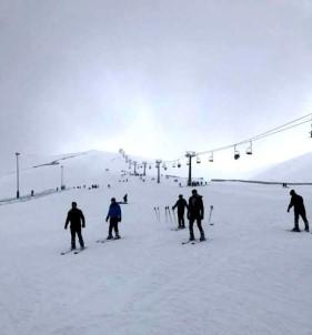 ÖMÜ'lü Öğrencilere Kayak Dersi