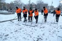 Aksaray'da Ekipler, Karla Mücadele Çalışmalarını Sürdürdü