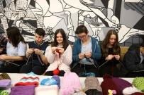 TEVFIK GÖKSU - Esenler'de Lise Öğrencileri Köy Okullarına Kışlık Giyecek Örüyor