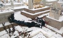 İki Gündür Kayıp Olan Genç Mezarlıkta Ölü Bulundu