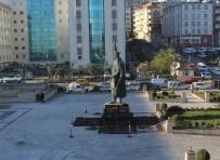 Rize'de Atatürk Heykeli Yeni Yerine Taşındı