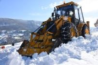 Sinop'ta Yoğun Kar Yağışı Köy Yollarını Kapattı