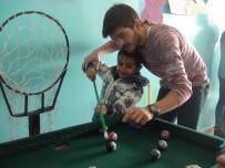AHMET KARA - Üniversitelilerden İlköğretim Okulu Öğrencilerine Spor Aleti Yardımı