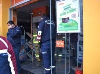 YANGIN PANİĞİ - Ünlü Teknoloji Mağazasında Yangın