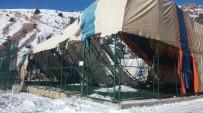 Gümüşhane Üniversitesi'nde Üzerindeki Kara Dayanamayan Halı Sahanın Çatısı Çöktü